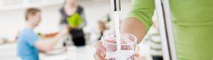 Kranvatten och dricksglas