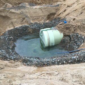 Grundvatten kring rörläggningen.